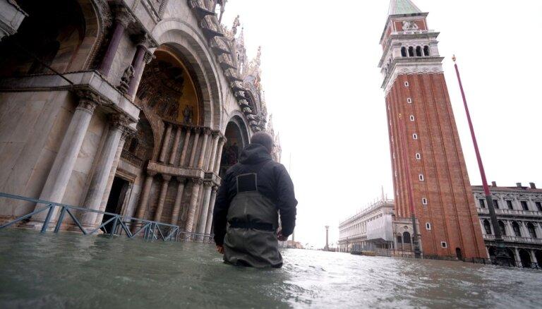 ФОТО. Климатолог: Венеция уходит под воду, и мы ее уже не спасем