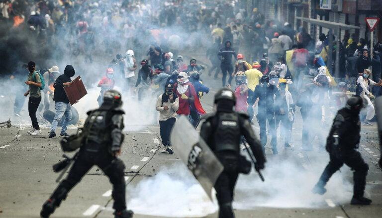 Kolumbijā protestos pret valdību arestēti 70 cilvēki