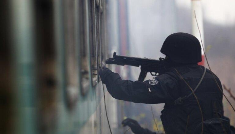 Saeimas komisija konceptuāli atbalsta ieceri kriminalizēt ceļošanu terorisma nolūkā