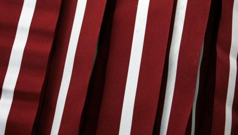 Где бесплатно получить красно-бело-красные ленточки к предстоящим праздникам?