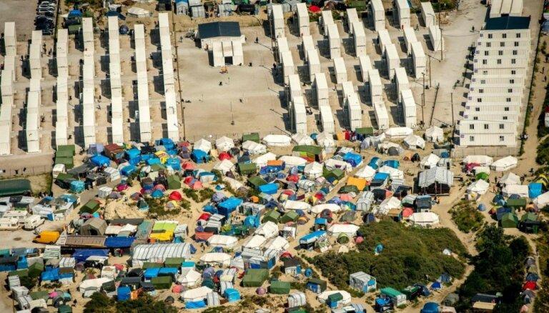 Олланд пообещал ликвидировать лагерь для беженцев в Кале