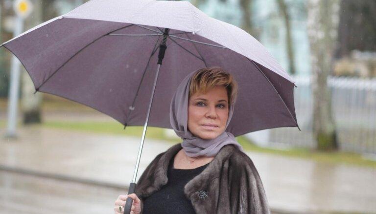 Оксана Ярмольник. О любви к Юрмале, аукционе вещей Высоцкого и квартире для Барышникова