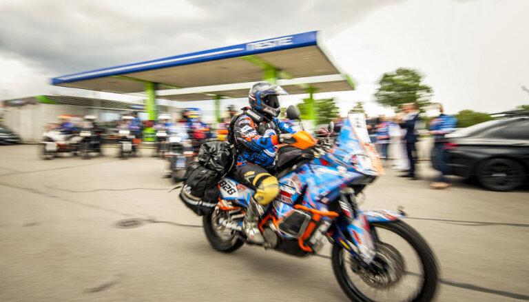 Latviešu ceļotāji 66 dienās ar motocikliem mēros 20 tūkstošus kilometru pa Vidusāziju