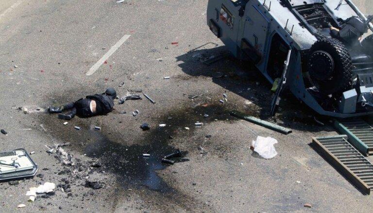 Fotoreportāža: kopš Mubaraka gāšanas vardarbīgākā diena Kairā