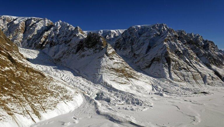 В Гренландии под двумя километрами льда найден гигантский кратер