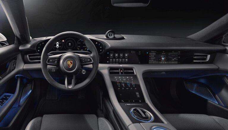 'Porsche' parādījis elektriskā 'Taycan' interjeru