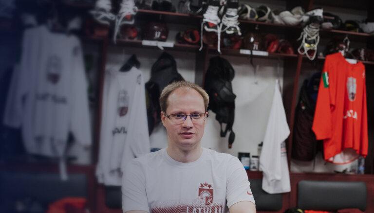 Cilvēks, kura darbs ir skatīties hokeju – Pēteris Groms