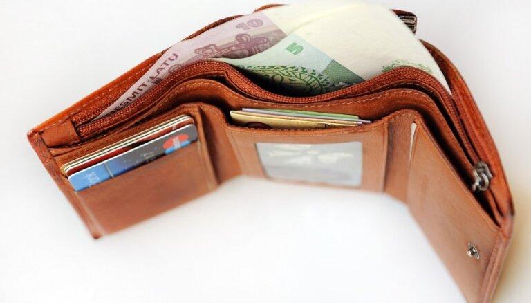 Ātros kredītus neizsniegs naktīs, jāierobežo procentu maksājumi, lemj deputāti