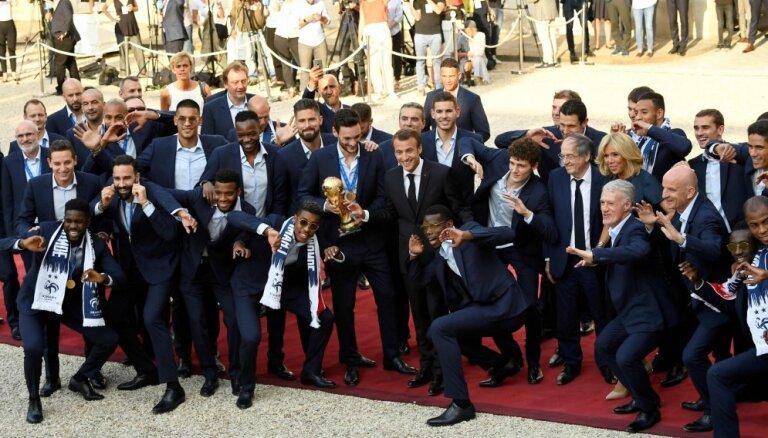 Французы говорят о единстве нации после победы на ЧМ, но есть и расистские мнения