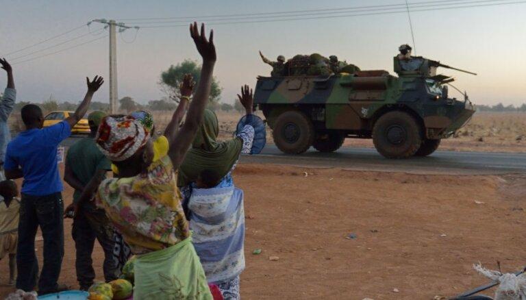Мали: в заложниках у исламистов 40 иностранцев; к операции подключилась Германия