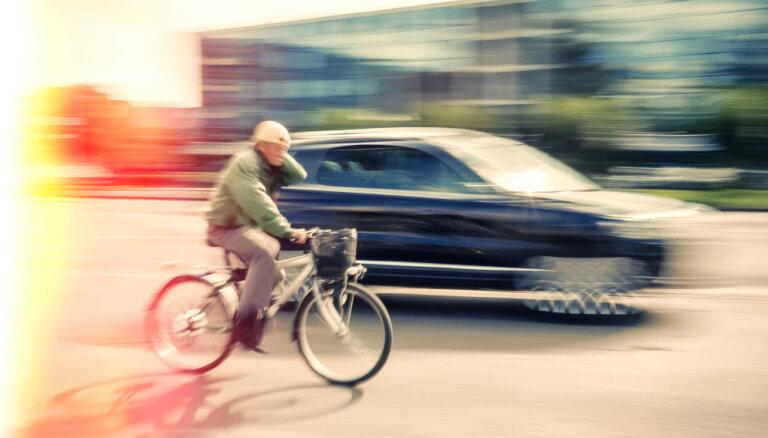 Traumatologs: kaulu lūzumi – ierastākais velobraucēju un auto sadursmes rezultāts