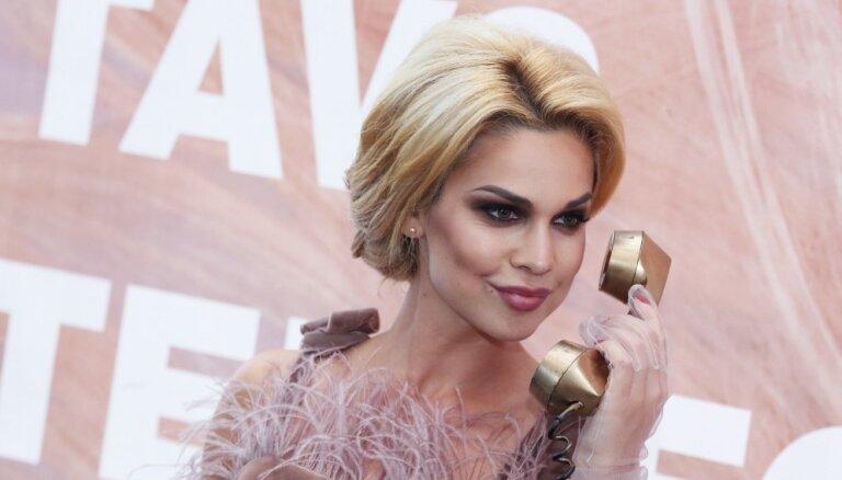 Samanta Tīna kļūst par TV raidījuma vadītāju