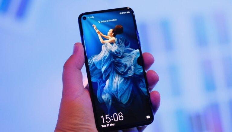 Foto: Spītējot neskaidrajai nākotnei, 'Huawei' apakšuzņēmums 'Honor' piesaka jaunu viedtālruni