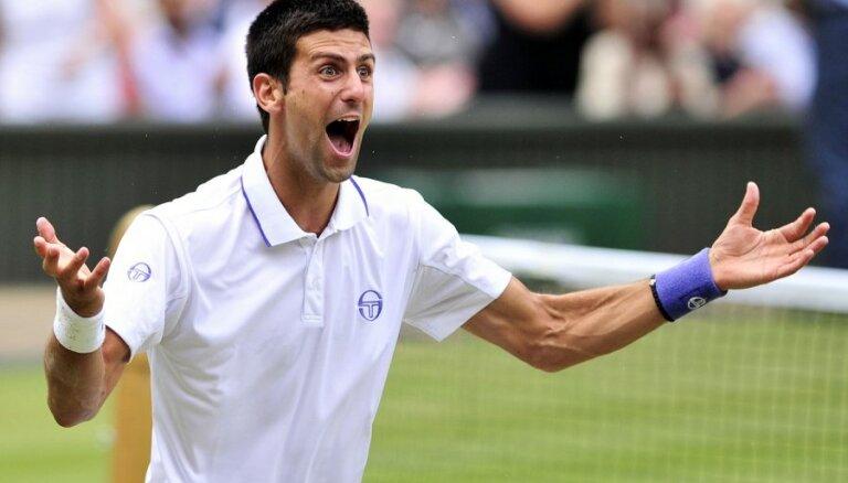 Džokovičs iekļūst Vimbldonas čempionāta finālā un gāž no troņa pirmo raketi Nadalu
