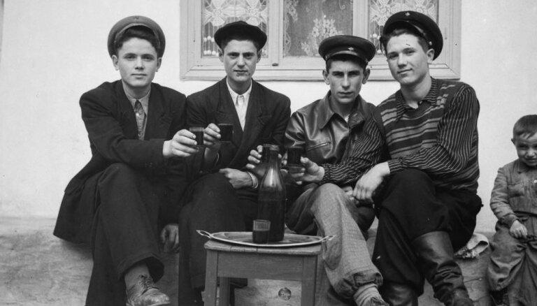 Foto: Moldovā atrod vērtīgas fotofilmas ar sadzīvi nelielā ciematā padomju laikos