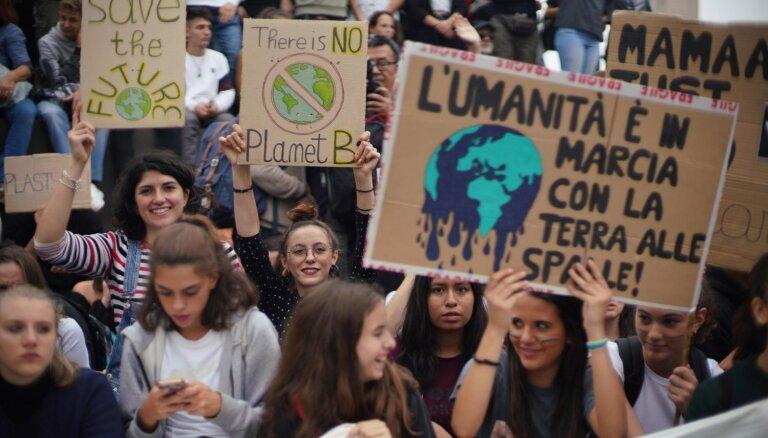 Foto: Milānā ielās izgājuši 200 000 klimata aizstāvju