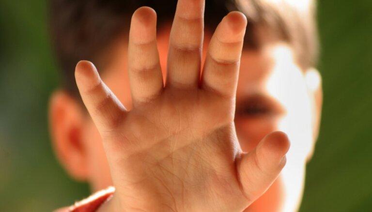 Ķuzis: puse no seksuālā rakstura noziegumiem pret bērniem tiek paveikta interneta vidē