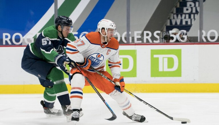 Makdeivids 'Oilers' uzvarā nopelna jau 40. rezultativitātes punktu šosezon
