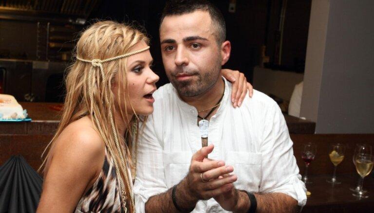 Roberto un Jenny May apvienojas dvēseliskā duetā