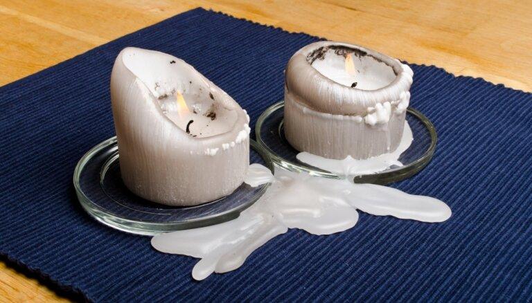 Izlijis vasks uz apģērba, galdauta un grīdas: kā iztīrīt sveču traipus