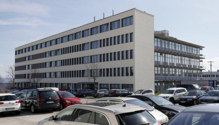 Vācija iepludinās 300 miljonus eiro Covid-19 vakcīnu izstrādājošā uzņēmumā
