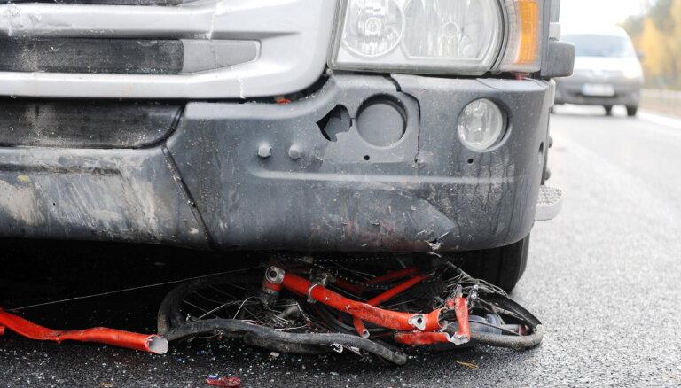 Salaspils novadā svētdien notriekti divi nepilngadīgi velosipēdisti