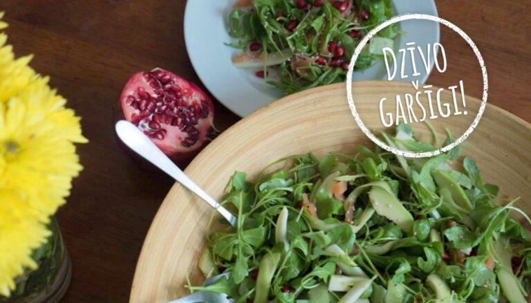 'Dzīvo garšīgi': zaļie salāti ar fenheli un kūpinātu foreli