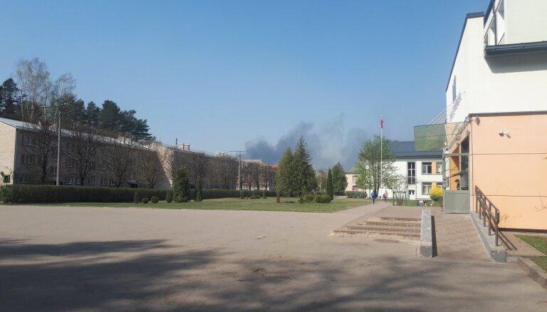 Noliktavās Vangažos piektdien izcēlies ugunsgrēks