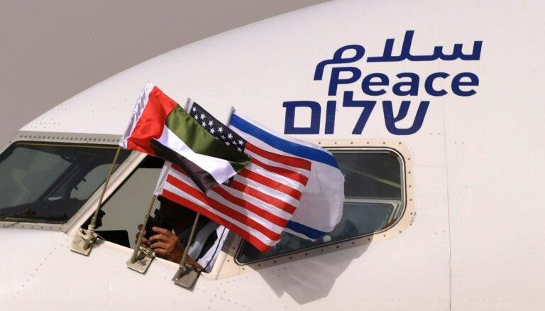 AAE ieradusies pirmā tiešā reisa lidmašīna no Izraēlas