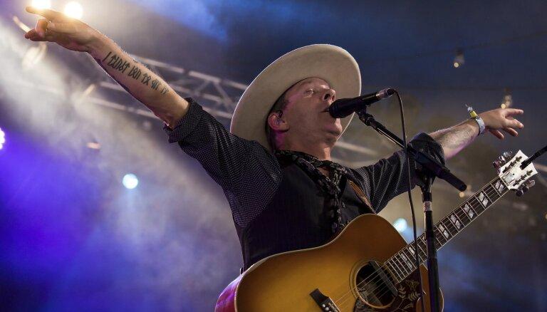 'Muse' koncerta īpašais viesis būs aktieris un mūziķis Kīfers Sazerlends