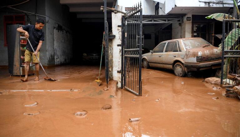 Indonēzijā plūdos bojāgājušo skaits sasniedz 66; gaidāmas jaunas lietavas