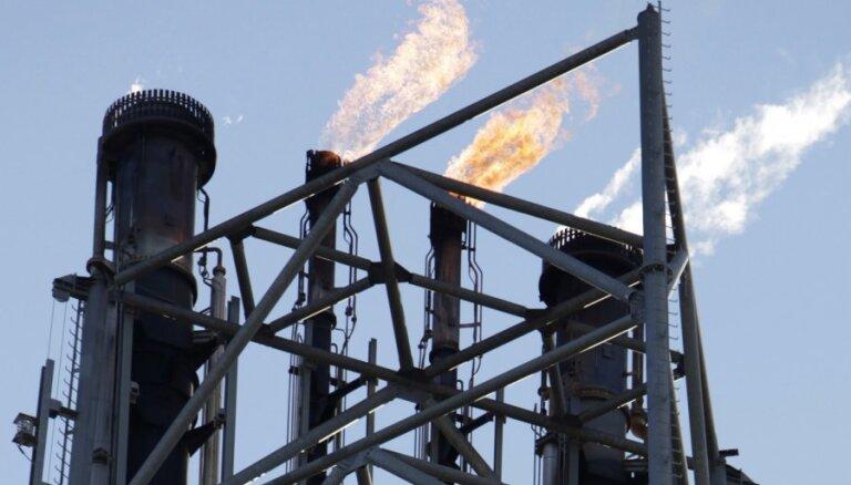 Экспорт иранской нефти рухнул на 40%