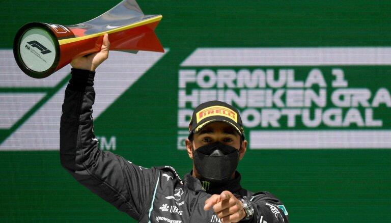 Hamiltons uzvar Portugāles 'Grand Prix' un palielina pārsvaru kopvērtējumā