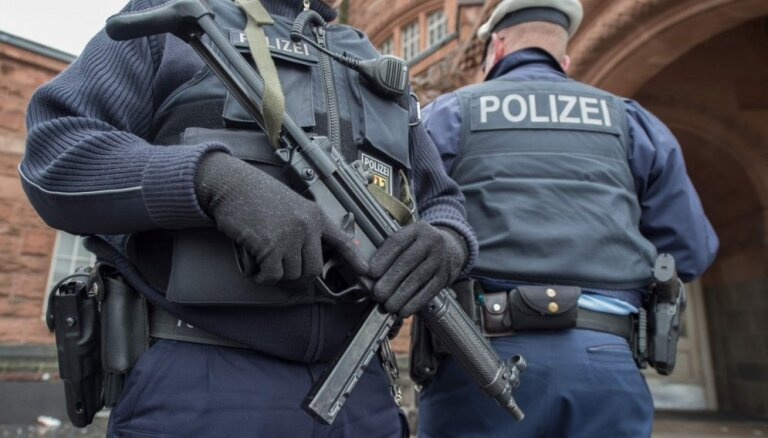 Подозреваемый по делу о теракте в Париже сдался полиции Антверпена
