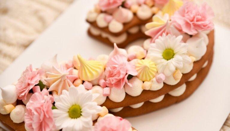 Soli pa solim: kas jāņem vērā, gatavojot romantisko ciparburtu kūku