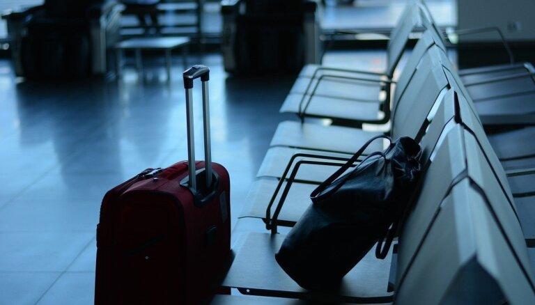 Профессор: путешественники рискуют завезти в Латвию новые штаммы Covid-19