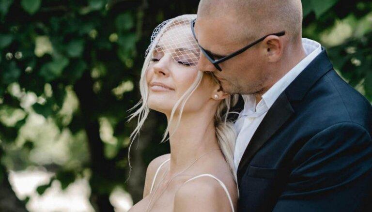 Kristapa Valtera bērnu māte pēc kāzām nomainījusi uzvārdu