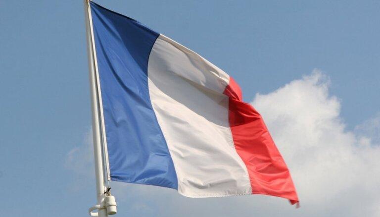 Atvaļinātie ģenerāļi brīdina par Francijai draudošo 'pilsoņkaru'