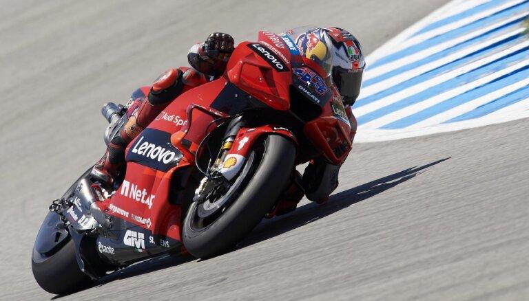 Millers izcīna uzvaru Spānijas 'MotoGP' posmā; par kopvērtējuma līderi kļūst Banjaja