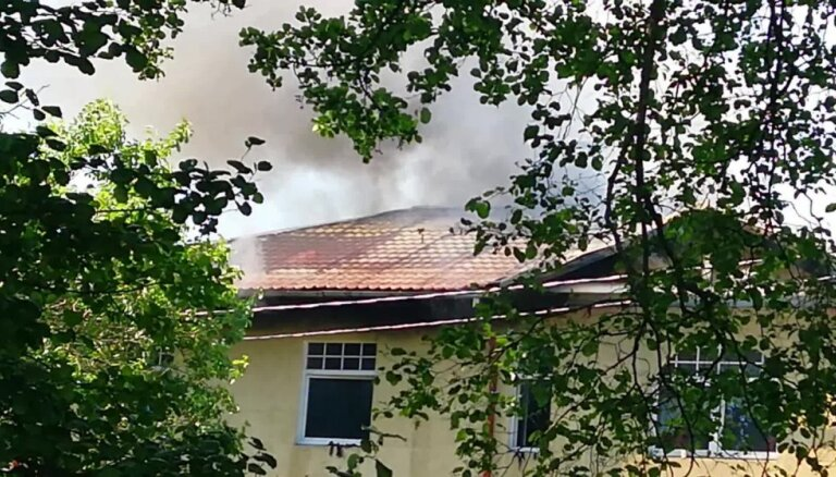 Trešdien izcēlies ugunsgrēks Tramplīna ielā 8