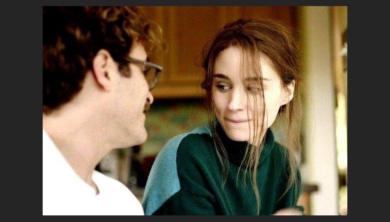 Latvijas kino sāk rādīt romantisko fantastikas filmu 'Viņa'