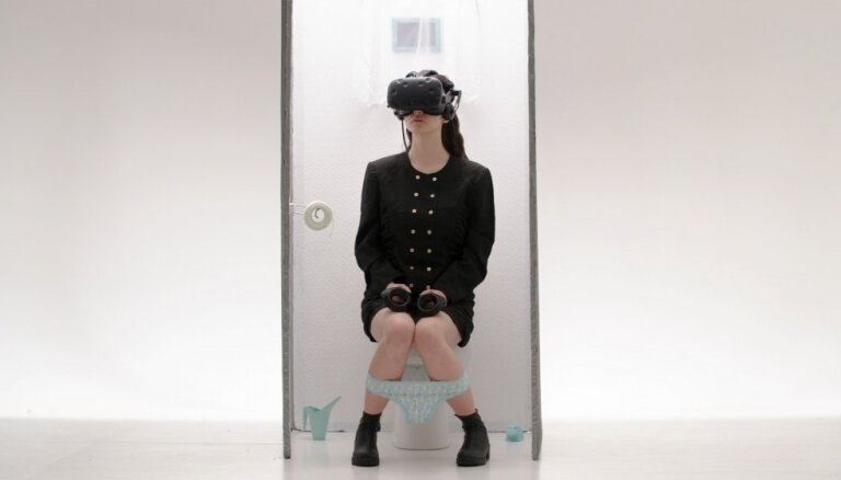 Noskaties! Evija Vēbere laiž klajā 'atkailinošu' video dziesmai 'Par sašaurināšanos'