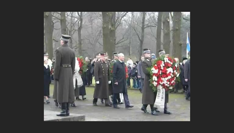 ФОТО, ВИДЕО: Первые лица государства возложили цветы на Братском кладбище