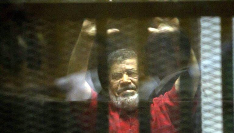 Ēģiptes tiesa atceļ Mursi piespriesto mūža ieslodzījumu