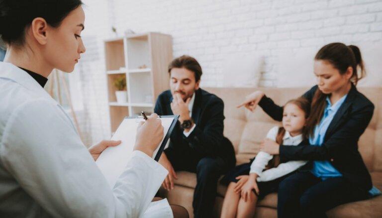 Psiholoģe atklāj četrus vecāku tipus, kas visbiežāk vēršas pie viņas pēc palīdzības