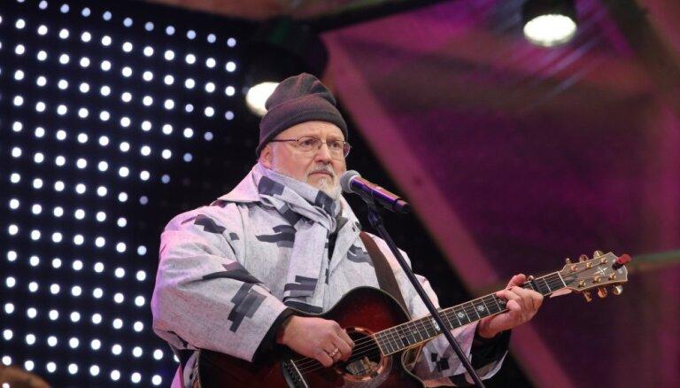 Armands Birkens honorāru par uzstāšanos mīlas dziesmu koncertā ziedos labdarībai