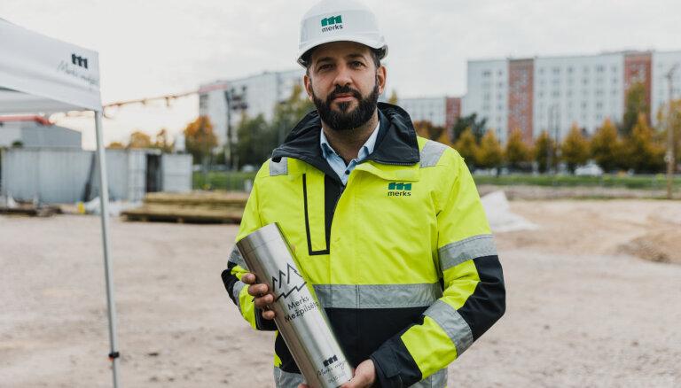 ФОТО: В строительном проекте Merks Mežpilsēta замуровали капсулу с посланием
