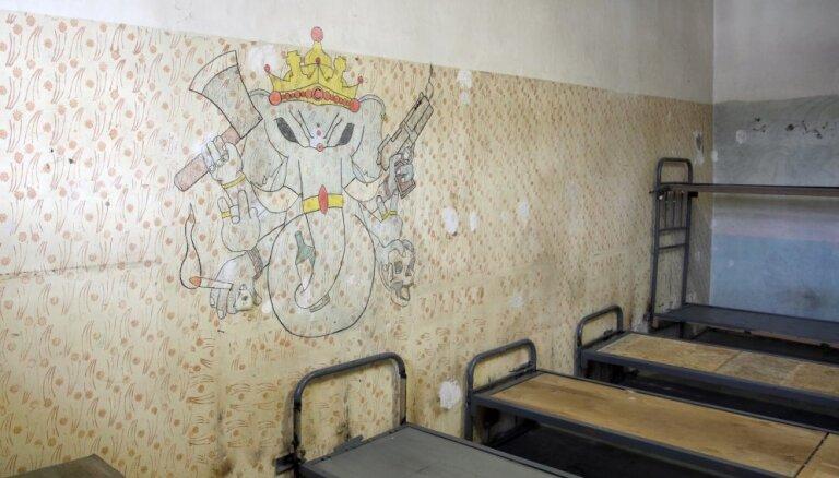 Foto: Restes un sienu gleznojumi – slēgts Brasas cietums
