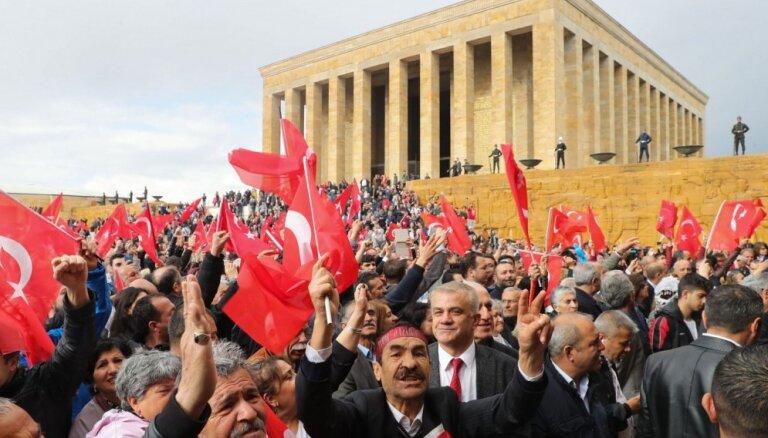 Turcijas vēlēšanu komisija noraida prasību par visu balsu pārskaitīšanu Stambulā