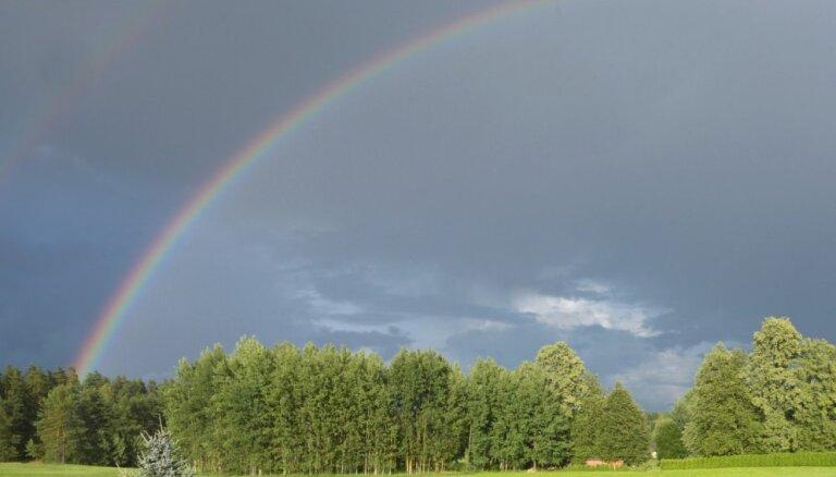 Синоптики: в понедельник ожидается переменная облачность и дожди с грозами